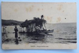 C. P. A. : TAHITI : Pirogue Double Ornée, Animé - Tahiti
