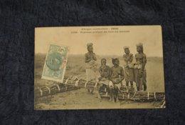 Senegal Femmes Portant Du Bois Au Marche Femmes Seins Nus - Afrique Du Sud, Est, Ouest