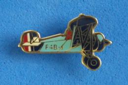 PIN'S BOEING  F 4 B 1  (Port Et Frais Compris) - Luftfahrt