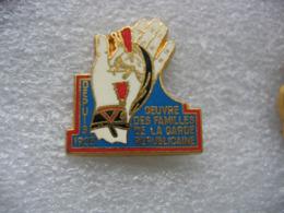 Pin's Oeuvre Des Familles De La Garde Républicaine Depuis 1905 - Militaria