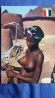 CPSM COTE D IVOIRE JEUNE FEMME AU VILLAGE SEINS NUS BLASON CASE HACHETE CHARETON 7534 - Ivoorkust