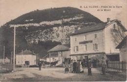 CPA La Cluse - Place De La Gare Et Le Mont (avec Jolie Animation Devant Hôtel De La Gare) - Frankreich