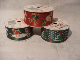 3 Rouleaux Ruban Imprimés Noel De 2,74 Metres / 1 Rouge + 2 Verts Differents - Schmuck Und Dekor