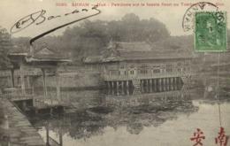 ANNAM Hué Pavillons Sur Le Bassin Fleuri Au Tombeau De Te Duc + Beau Timbres 5 Indochine  RV - Viêt-Nam