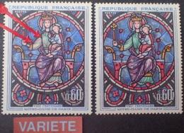 R1591/666 - 1964 - VITRAIL ND De PARIS - N°1419 NEUF** - VARIETE ➤➤➤ Plastron Et Manche Rosés Au Lieu De Vert Foncé - Variétés Et Curiosités