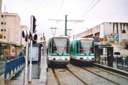 St. Denis (93) Février 2004 - Tramway - Ligne T1 - Rames 102 & 209 Au Terminus De Noisy Le Sec - Noisy Le Sec