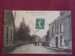CPA - Moisdon-la-Rivière - Arrivée Par La Route De La Meilleraye - Mairie Et Postes Et Télégraphes - Moisdon La Riviere