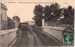 PARIS METROPOLITAIN SUR LA PASSERELLE DU CANAL A MAZAS - Metro, Stations