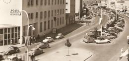 17 - ROYAN - La Poste Et L'avenue De La République - Renault Dauphine - Citroën DS 2 Chevaux 2 CV - 1960 - PTT - Passenger Cars