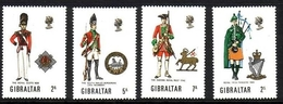 GIBRALTAR MI-NR. 237-240 POSTFRISCH MILITÄRUNIFORMEN (II) 1970 - Gibilterra
