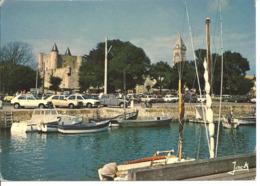 ILE DE NOIRMOUTIER - Le Château Et L'église Vus Du Port - Voiture : Citroen - Renault - Peugeot - Mobylette - Ile De Noirmoutier