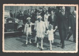 België / Belgique - De Drie Prinsen Op De Inschepingskade Te Antwerpen / Les Trois Princes Arrivant Au Quai... - Familias Reales