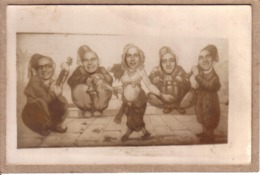 PHOTOGRAPHIE - CARTE PHOTO - PHOTO MONTAGE FOIRE , FÊTE FORAINE - ORCHESTRE ET DANSEUSE AU MAROC - Fotografia