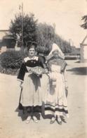 Carte Photo à Identifier - Costumes - Femmes (Cliché M. MAURER, Louviers) - Postkaarten
