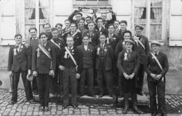 21 - CPA Photo Canton De VITTEAUX Conscrits (2ème  Pers De G. à D. Avec Un Bèret  ) Mr Emile Robert De Beurizot RARE - Francia