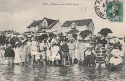 Enfants Prenant Le Bain De Pied - Batz-sur-Mer (Bourg De B.)