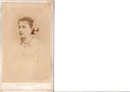 CDV. Portrait De Femme.  CH.REUTLINGER.PHOT. à PARIS. En Très Bon état. Voir SCANS Recto-verso. - Alte (vor 1900)