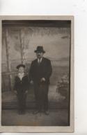 CPA.Photo.Homme Avec Chapeau Et Petit Garçon En Marin - Fotografia