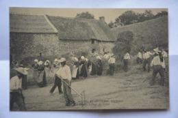 Coutumes,moeurs Et Costumes Bretons-la Recolte- Sechage Du Grain-tres Animee - Bretagne