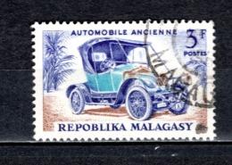 MADAGASCAR   N° 410  OBLITERE   COTE 0.50€   VOITURE AUTOMOBILE - Madagascar (1960-...)