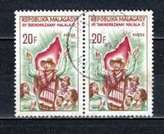MADAGASCAR   N° 425  EN  PAIRE  OBLITERE   COTE 0.60€    HYMME NATIONAL - Madagascar (1960-...)