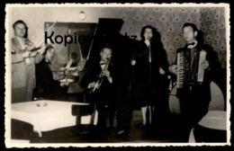ALTE FOTO KAMMERORCHESTER GEIGE SAXOPHON AKKORDEON Accordion Accordéon Musik Violin Violon Sax Saxo Photo - Fotografia
