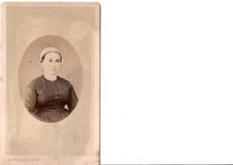 CDV. Portrait De Femme.  ROUILLER. PHOT. En Très Bon état. Voir SCANS Recto-verso - Alte (vor 1900)
