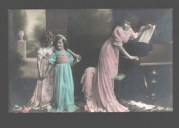 Two Girls / Twee Meisjes / Deux Fillettes - Szenen & Landschaften
