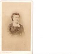 CDV.  Portrait De Femme.  ROUILLER PHOT. En Très Bon état. Voir SCANS Recto-verso. - Alte (vor 1900)