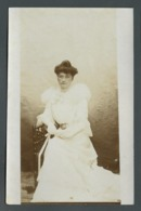 FEMME LADY FRAU Avec Une Belle Robe Blanche Et Un Chignon élégant MODE D'AUTREFOIS CPA Carte Photo Portrait - Postkaarten