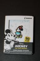 Pin's Walt Disney Daisy Mouse - Mickey - Boite Souvenir 90 Ans Paladone Products - Disney