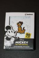 Pin's Walt Disney - Pluto - Mickey Mouse - Boite Souvenir 90 Ans Paladone Products - Disney