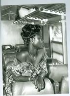 Photo Bénin. Élégante Femme Béninoise Train Cotonou - Parakou Wagon 1ère Classe 1994. Très Belle Photo Vivant Univers - Ethniques, Cultures