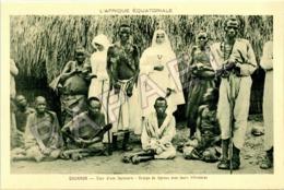 Ouganda (A.E.F.) - Cour D'une Léproserie - Groupe De Lépreux Avec Leurs Infirmières - Oeganda