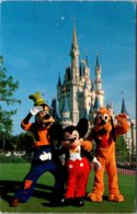 Walt Disney World Cinderella Castle  Mickey Mouse Pluto And Goofey 1982 - Disneyworld