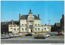 Carte Postale 49. Chalonnes-sur-Loire  Place De L'hotel De Ville Voitures Renault 4L Beau Plan - Chalonnes Sur Loire