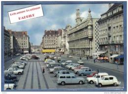 D 59. Valenciennes  Place D'Armes  Voitures Renault 4L  Trés Beau Plan - Valenciennes