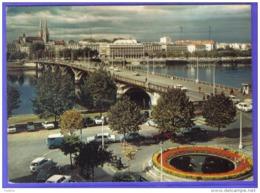 Carte Postale 64. Bayonne Voitures Renault 4L Trés Beau Plan - Bayonne