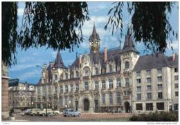 Carte Postale 08. Charleville-Mézières  L'hotel De Ville  Voitures Renault 4L Trés Beau Plan - Charleville
