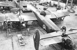 Nostalgia Reprint: Handley Page 1942 Pilots Visit Aircraft Factory, Halifax - Oorlog 1939-45