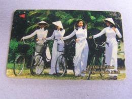 VIETNAM Used GPT Card   7MVSB 4 Girls With Bicycles - Vietnam