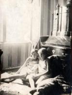 Photo Originale Portrait De 2 Prostituées De Zurich En Tenues Légères & Sans Culottes Avec Renseignements Au Dos 1910/20 - Pin-up