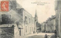 CPA 49 Maine Et Loire St Saint Laurent De La Plaine Rue Principale - France