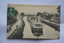 POUILLY-en-AUXOIS-canal De Bourgogne-convoi De Bateaux Entrant Dans Le Bassin-ETAT MAUVAIS(decollement) - France