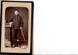 CDV.  Homme Militaire, Avec épée Ou Sabre. En Très Bon état. E. DROUILLARD.PHOT. à ANGERS. Le Dos Est Fond Noir. - Old (before 1900)
