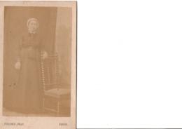 CDV.  Femme En Pied, Habits Coiffe.  FOUCHER. PHOT. à Paris.  En Très Bon état. Voir SCANS Recto-verso - Alte (vor 1900)
