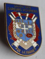 Bel Insigne Union Des Sapeurs Pompiers De La Marne Courage Et Dévouement Blason Fraisse Paris - Pompiers