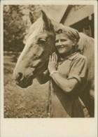 AK Reichsarbeitsdienst Der Weiblichen Jugend Arbeitsmaiden Und Tiere Haben Freundschaft Geschlossen (32011) - Chevaux