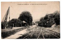 FLEURY SUR ANDELLE LA GARE ARRIVEE DU TRAIN DE GIVORS ANIMEE - Francia