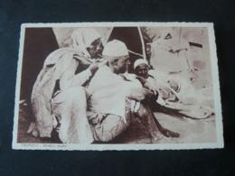 LIBIA _TRIPOLI : ARAB  MEDICAL MAN : ANCIENT NEW PICTURE POSTCARD / MEDICO ARABO CURA PAZIENTE - Libia